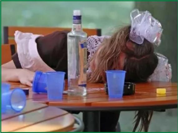 подросток пьет алкоголь